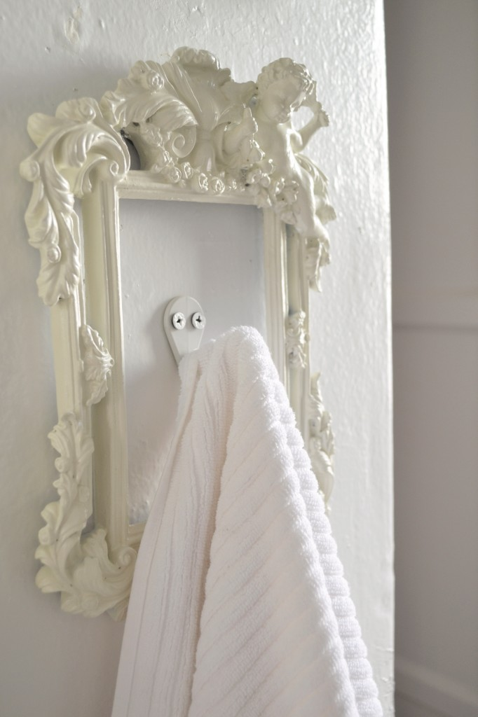 DIY Towel Picture Frame Hook