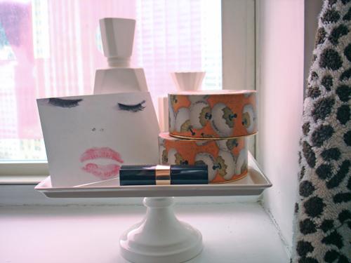 Close Up Platter - Cake Platters: Organize Your Bathroom Vanity