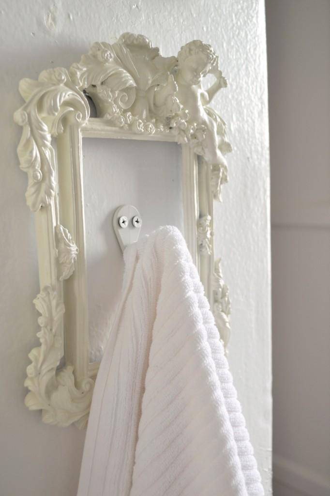 DIY Towel Picture Frame Hook
