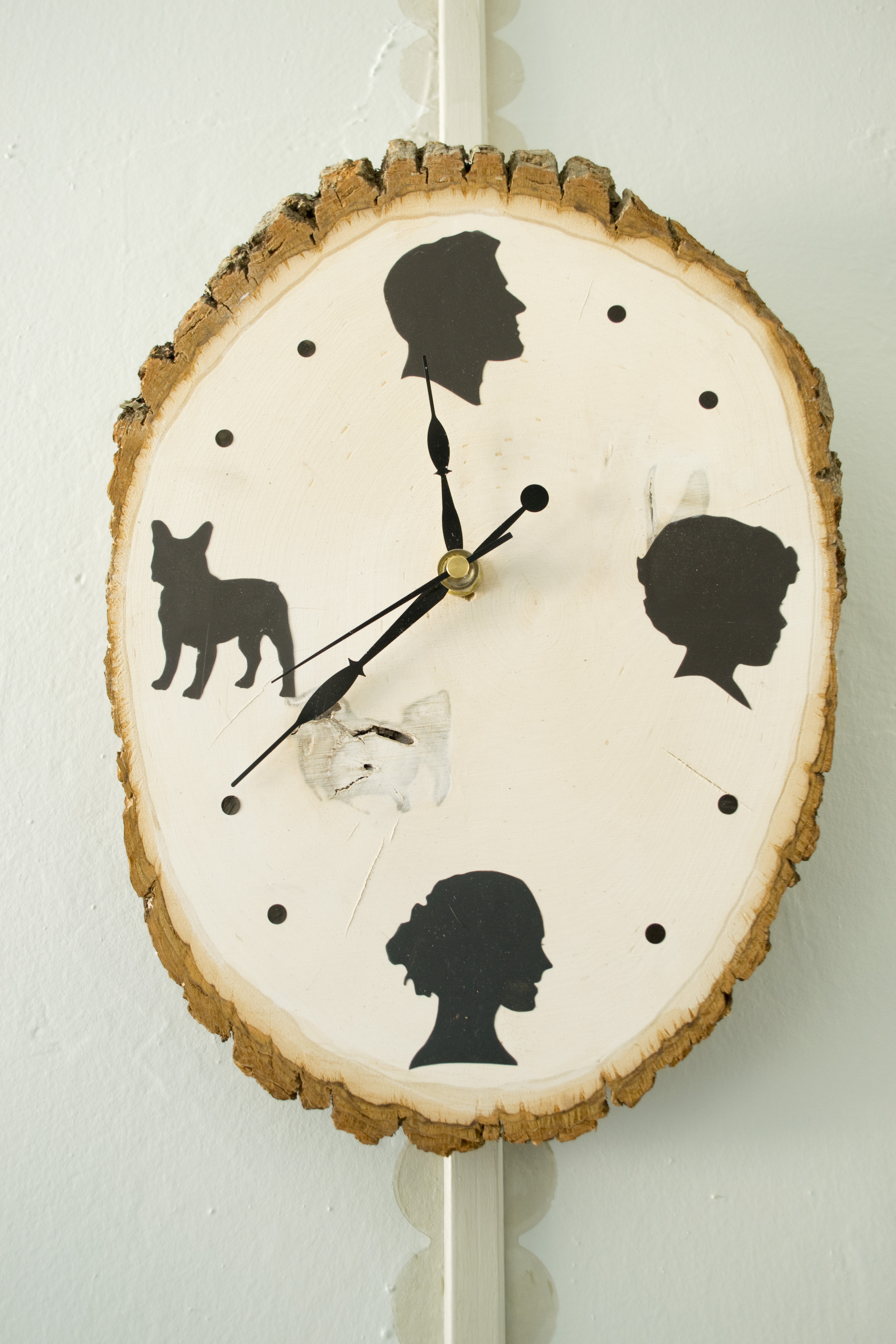 DIY Personalized Silhouette Clock
